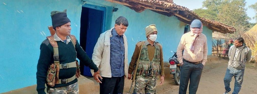 झारखंड के गढ़वा जिले से पंचायत सचिव घूस लेते गिरफ्तार, आवास योजना के लाभुक से मांगी थी रिश्वत