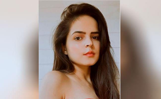 Taarak Mehta Ka Ooltah Chashmah : भिड़े की बेटी 'सोनू' इस तसवीर में दिखीं बेहद ग्लैमरस, आपने एक्ट्रेस का ये बोल्ड अंदाज कभी नहीं देखा होगा