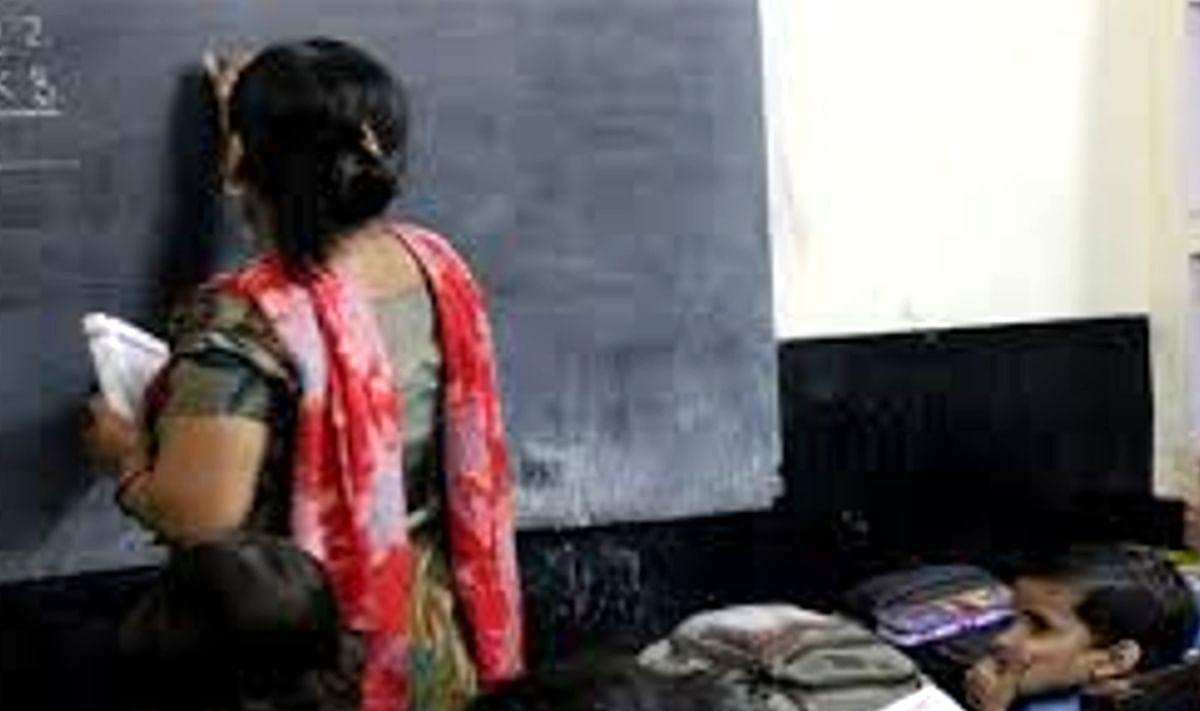 चुनाव से पूर्व प्राथमिक शिक्षकों ने बढ़ायी तृणमूल कांग्रेस की परेशानी, भाजपा खेमे में पहुंचे