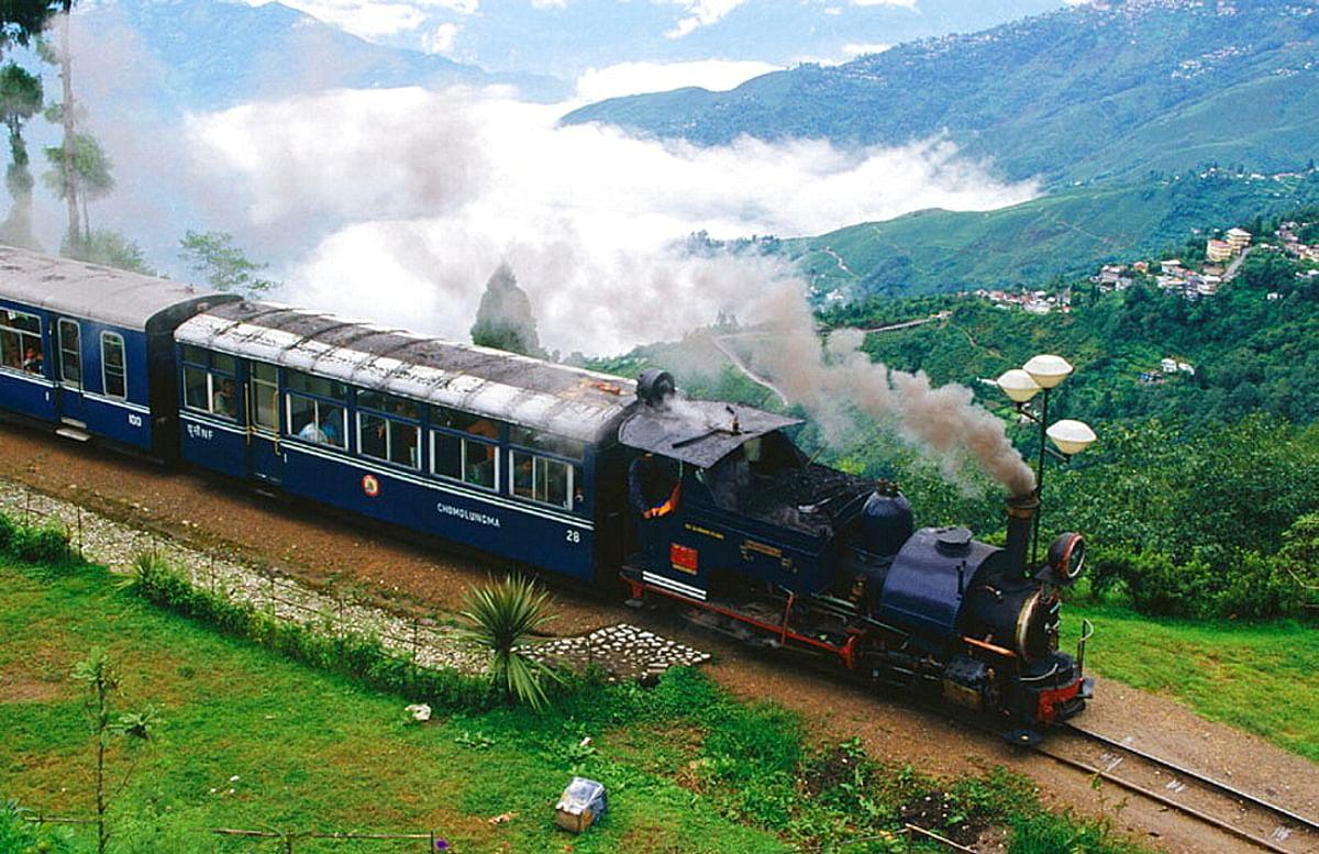 दार्जीलिंग के पर्यटकों को क्रिसमस एवं न्यू इयर गिफ्ट, कल से बहाल होगी ट्वाय ट्रेन सेवा