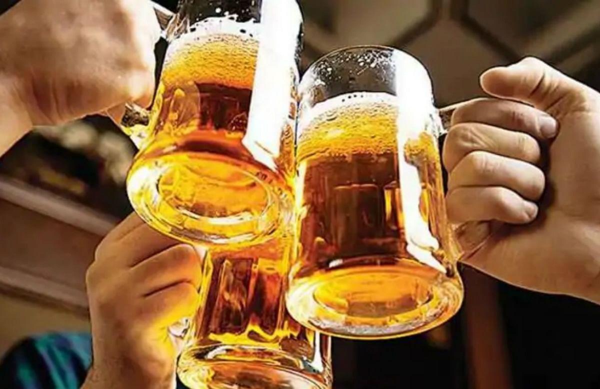 दिल्ली में रेस्टोरेंट, बार और क्लबों को तीन बजे तक खोलने की छूट देने और शराब पीने की उम्र में ढील देने की समिति ने की सिफारिश