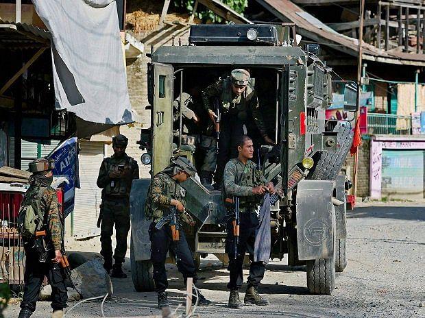 Jammu Kashmir: कोकरनाग DDC चुनाव में मतदान के बीच हिंसा, फायरिंग में प्रत्याशी गंभीर रूप से घायल