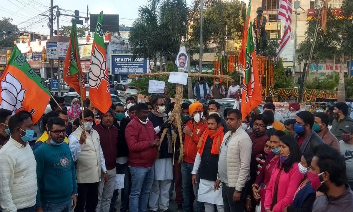 झारखंड में धान खरीद रोक मामले में बीजेपी का विरोध प्रदर्शन, कहा- किसानों के हित में हेमंत सरकार जल्द निर्णय ले वापस
