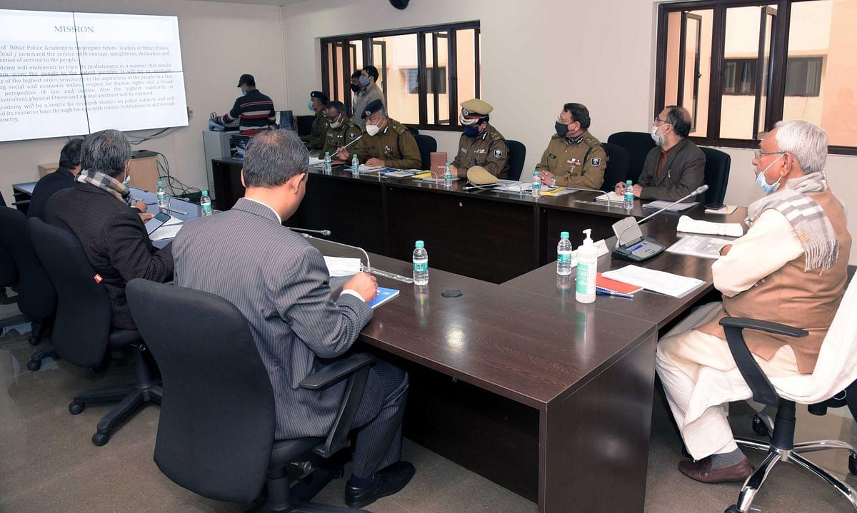 बिहार में अपराध को लेकर सरकार सख्त, अब जिलों में जाकर क्राइम कंट्रोल करेंगे पुलिस मुख्यालय के अफसर