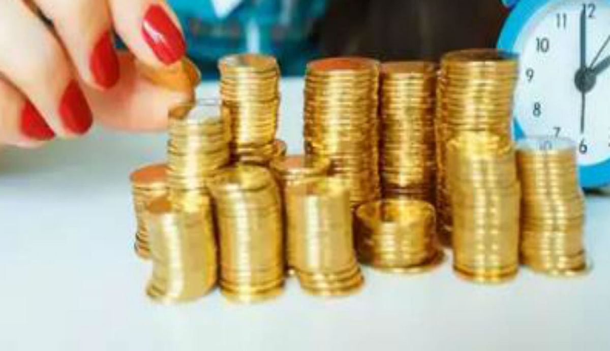 सुजुकी बाइक शो रूम में ग्राहकों को मिला सोना-चांदी का सिक्का