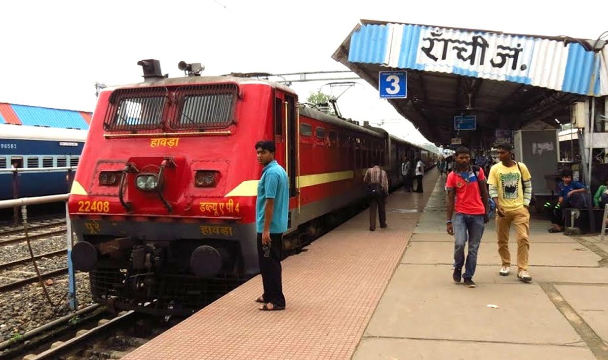 IRCTC/ Railway News: नौ माह बाद दौड़ी रांची-लोहरदगा पैसेंजर ट्रेन, यात्रियों में दिखा उत्साह