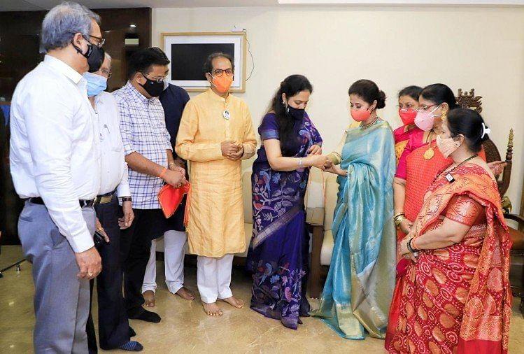 महाराष्ट्र में अपने सहयोगी कांग्रेस को कमजोर कर रही है शिवसेना! उर्मिला मातोंडकर CM उद्धव की टीम में