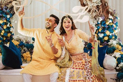 गौहर खान-जैद दरबार की शादी की रस्में शुरू, चिक्सा सेरेमनी में एक-दूजे का हाथ थामे कुछ इस तरह नजर आया कपल, देखें PHOTOS