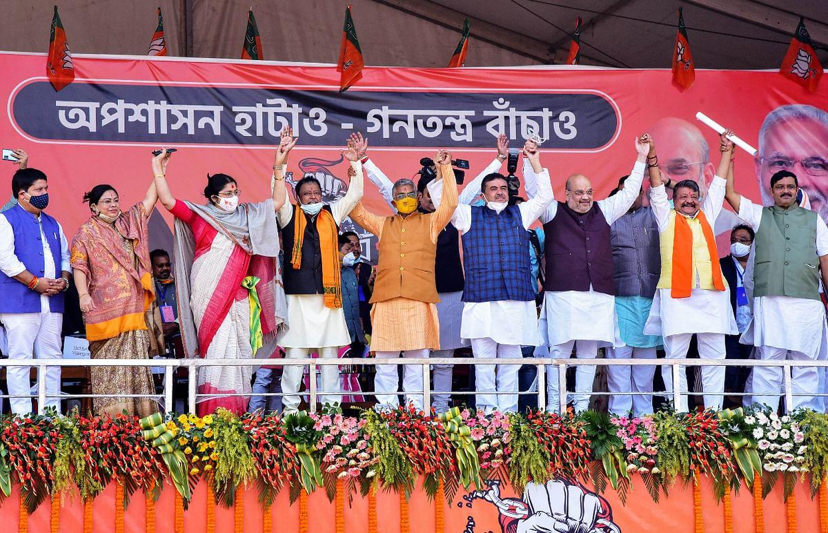 सबसे बड़ा राजनीतिक पलायन: एक साथ तृणमूल कांग्रेस के 34 नेताओं ने पार्टी छोड़ी