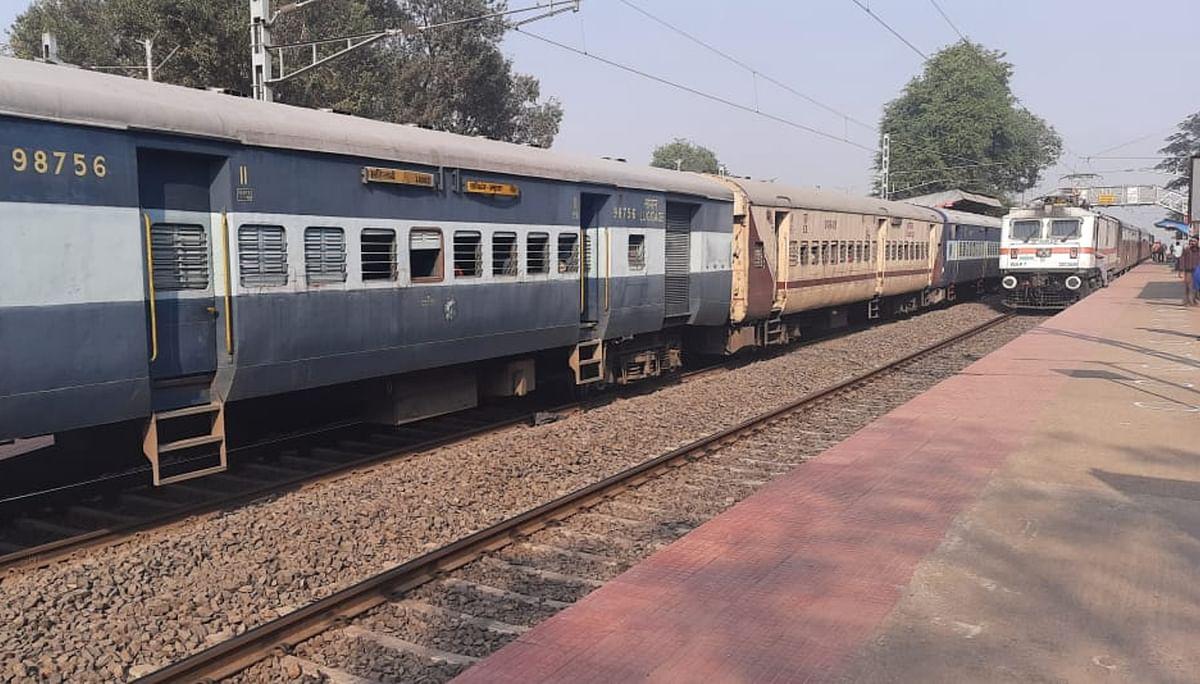 IRCTC/Indian Railway News : प्लेटफॉर्म पर यात्री करते रहे ट्रेन खुलने का इंतजार ! स्टेशन पर मालगाड़ी लगाकर घर चला गया ड्राइवर, रेलवे ने किया सस्पेंड