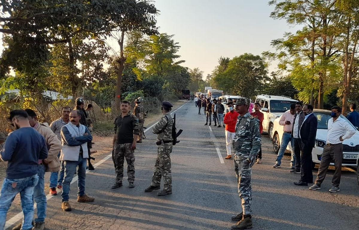 झारखंड में नक्सलियों की बड़ी साजिश नाकाम, सीआरपीएफ ने मनिका जंगल से बरामद किये 9 शक्तिशाली बम