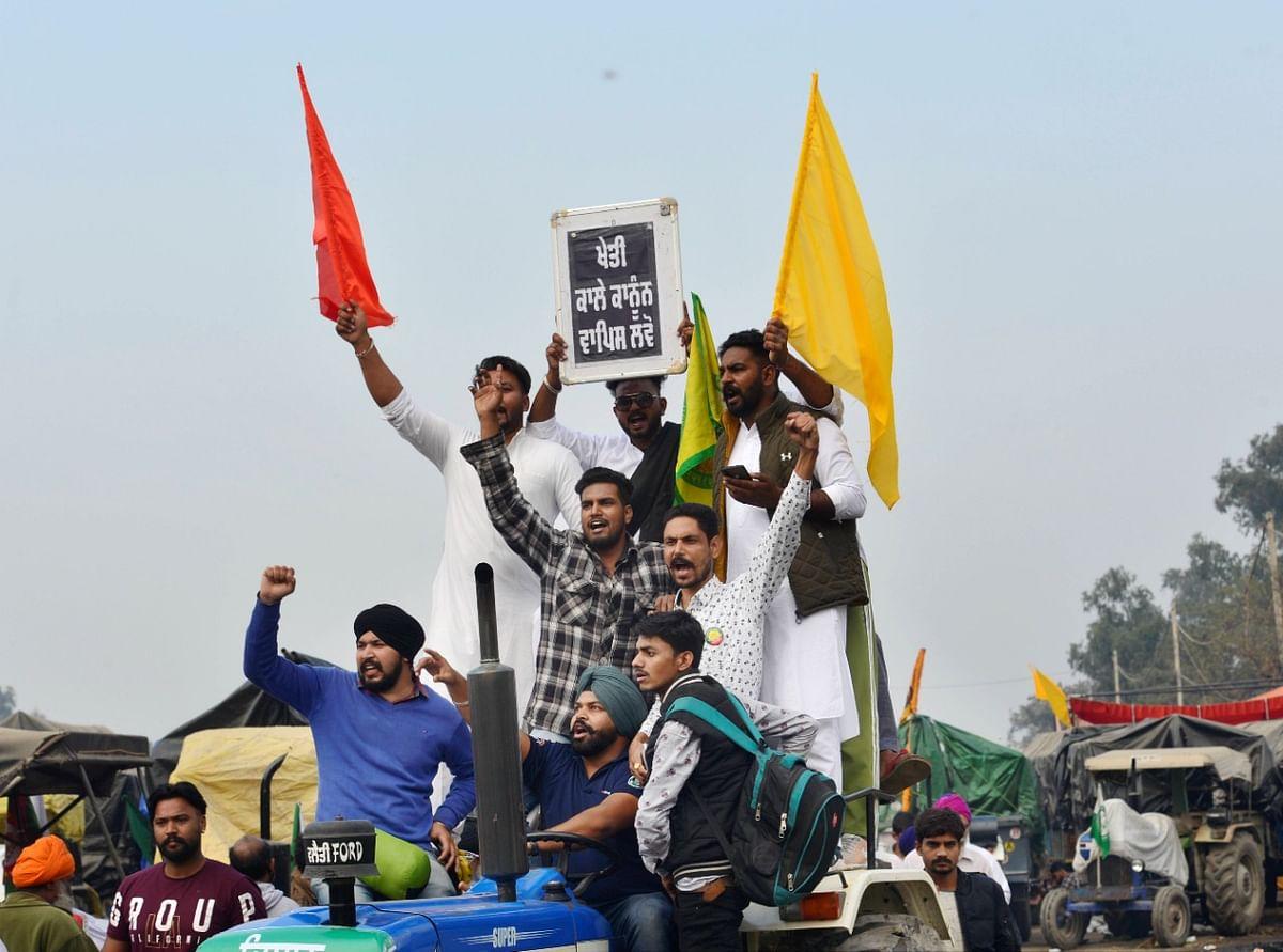 Farmers Protest : दिल्ली में हो रही जबर्दस्त बारिश के बीच किसानों ने आंदोलन किया और तेज, निकालेंगे ट्रैक्टर मार्च