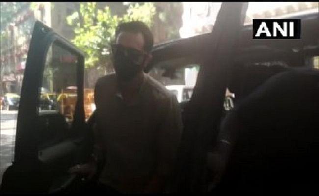 बॉलीवुड एक्टर अर्जुन रामपाल से NCB ऑफिस में पूछताछ जारी, घर से मिली थीं प्रतिबंधित दवाएं!