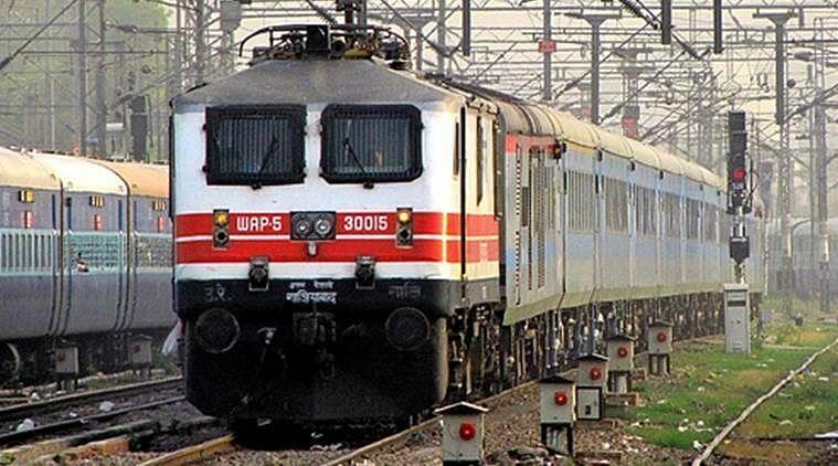 Bihar Train News: बिहार में इंटरसिटी एक्सप्रेस के AC कोच में हथियार के बल पर लाखों की लूट, टीटीई पर लगे ये गंभीर आरोप