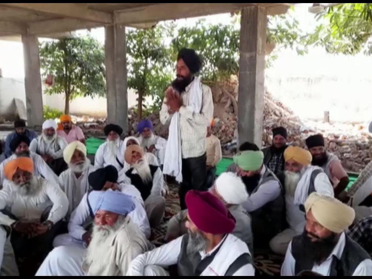 किसान आंदोलन: कृषि कानूनों के  खिलाफ जारी है किसानों का विरोध, आज दिल्ली कूच करेंगे MP के किसान