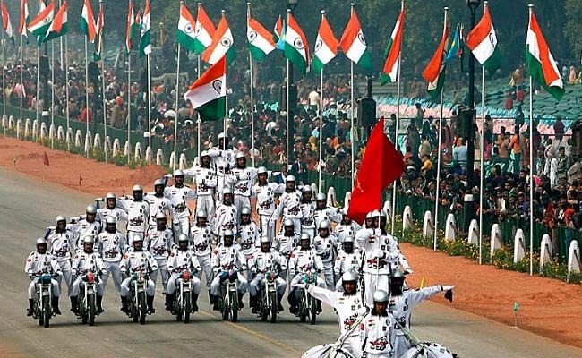 Republic Day Parade : दिल्ली पुलिस अलर्ट, ट्रैक्टर रैली निकालने पर अड़े किसान, जानें अबतक के अपडेट्स
