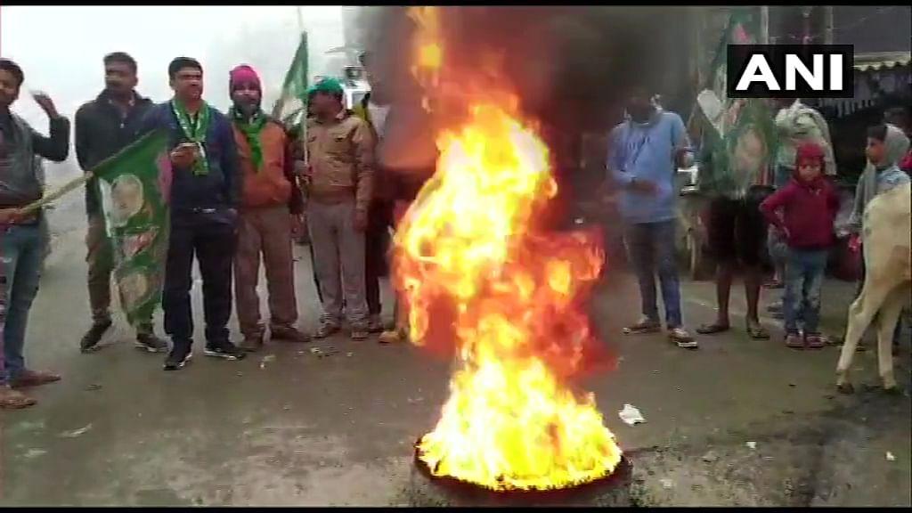 Bihar Bandh: नेशनल हाइवे कई जगह जाम, विपक्षी नेताओं ने रोकी ट्रेन और सड़क पर किया जोरदार प्रदर्शन