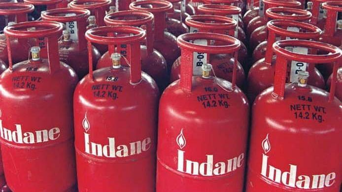 LPG Cylinder ऐसे बुक करेंगे, तो पड़ेगा 500 रुपये तक सस्ता, यहां मिल रहा बड़ा Cashback