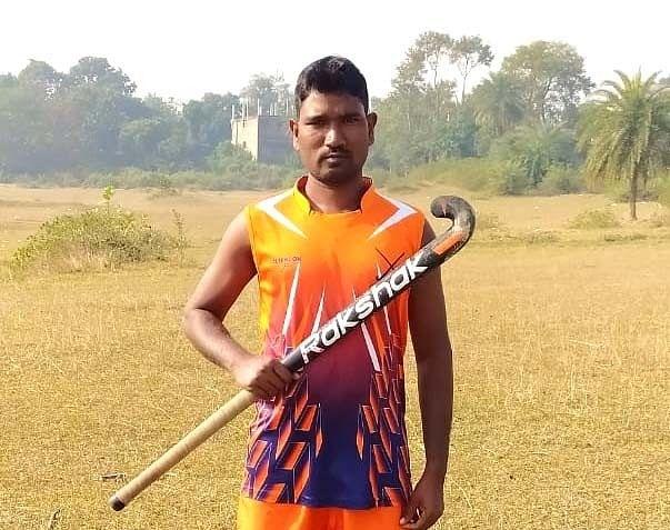 ठीक से मैदान तक की सुविधा नहीं, लेकिन झारखंड के हॉकी खिलाड़ी कुंदन ने जिद से जीते कई मेडल्स