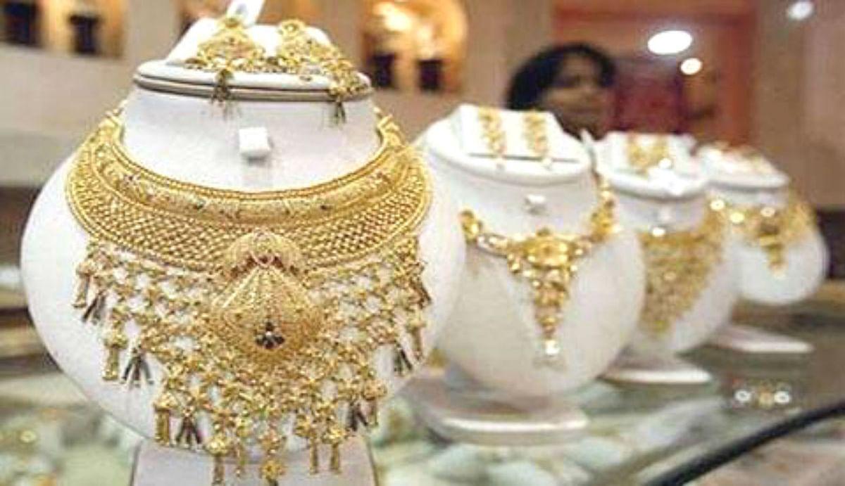 Gold Price Today : दिल्ली के सर्राफा बाजार में सोना चमका और चांदी भी उछली, जानिए कैसे बढ़ा दाम...
