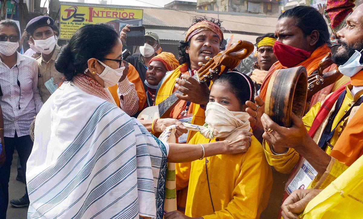 Mamata at Bolpur: 'मैं मुख्यमंत्री नहीं, दीदी हूं', आदिवासियों के गांव में बोलीं तृणमूल सुप्रीमो ममता बनर्जी