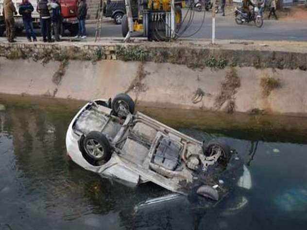 नहर में पलटी कार,  तिलक समारोह में डांस करने पटना जा रहीं ओड़िशा की तीन डांसर सहित 4 की मौत