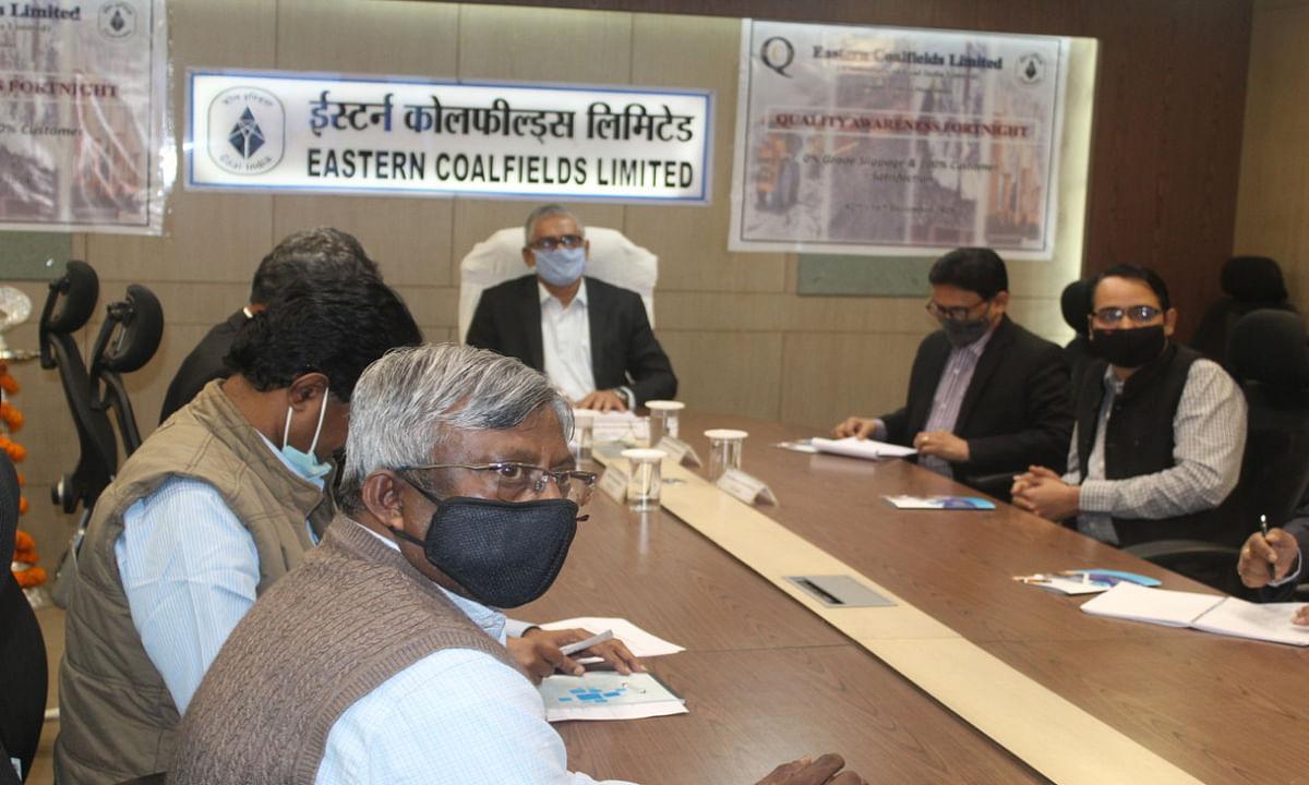 Bengal news : ईसीएल मुख्यालय में गुणवत्ता जागरूकता पखवाड़ा की शुरुआत करते ईसीएल सीएमडी प्रेमसागर मिश्रा.