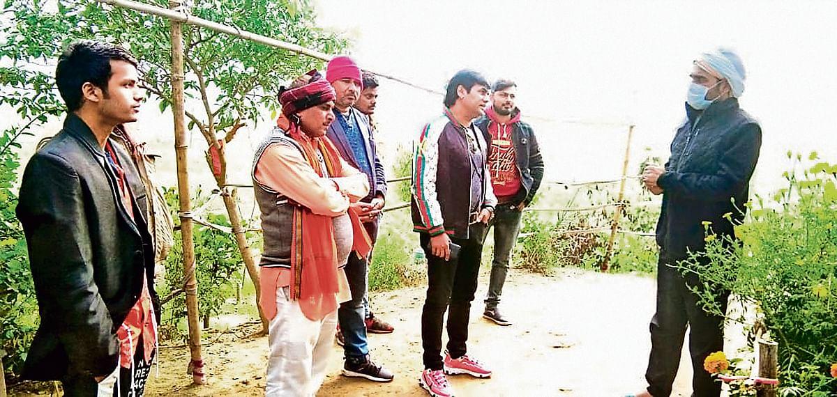 Mirzapur के कालीन भैया का ठेठ देसी अंदाज, सेल्फी लेने से पहले 'किंग' पंकज त्रिपाठी बोले- रहो सावधान...