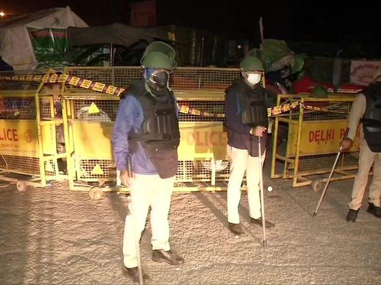 Farmers Protest: किसानों के साथ सरकार की बातचीत की अगुवाई करेंगे रक्षा मंत्री राजनाथ सिंह, आज 3 बजे बैठक