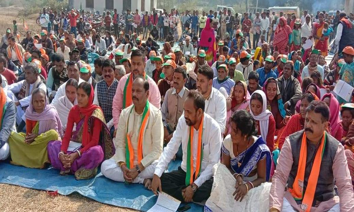 पूर्व सीएम रघुवर दास का हेमंत सरकार पर निशाना, बोले- एक भी वादा नहीं हुआ पूरा, युवाओं को नहीं मिला रोजगार