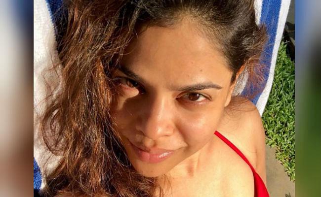 The Kapil Sharma Show : सुमोना चक्रवर्ती की इस तसवीर पर आया फैंस का दिल, कपिल शर्मा की 'भूरी' रेड ड्रेस में दिखीं बेहद बोल्ड
