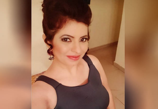 Taarak Mehta Ka Ooltah Chashmah : काफी स्टाइलिश है तारक शो की 'मिसेज सोढ़ी', एक्ट्रेस की इन बोल्ड तसवीरों से आपकी नहीं हटेगी नजर