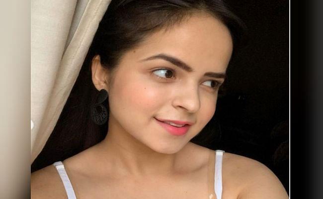 Taarak Mehta Ka Ooltah Chashmah : 'सोनू' ने गोल्डन ड्रेस में शेयर की ये ग्लैमरस तसवीर, फैंस बोले,' दिल का दरिया...'