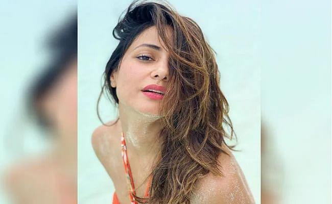 'तूफानी सीनियर' हिना खान ने समुद्र किनारे कराया जबरदस्त बोल्ड फोटोशूट, बिकिनी लुक में दिखा हॉट अंदाज