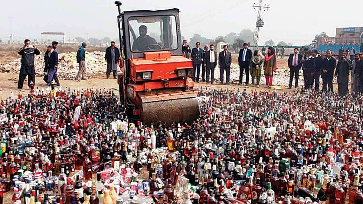 Liquor Ban in Bihar: क्या बिहार में खत्म किया जा सकता है शराबबंदी कानून? सीएम नीतीश से कांग्रेस नेता की मांग पर मचा सियासी संग्राम