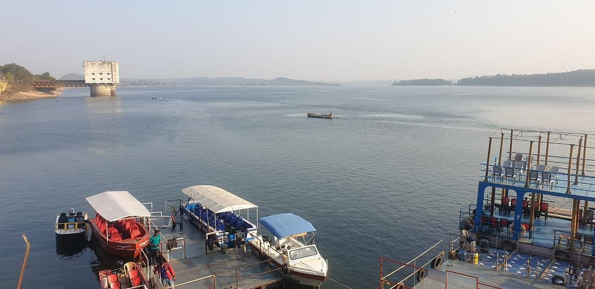 New Year 2021 : लुभा रही हैं झारखंड के तिलैया डैम की हसीन वादियां, सैलानियों की भीड़ से नाविकों के खिले चेहरे