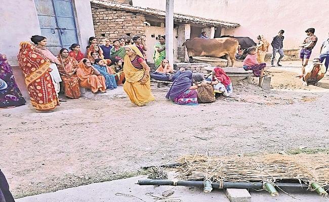दहेज की मांग से परेशान विवाहिता के पिता ने कुएं में कूदकर दी जान, बेटी का घर बसाने खेत बेचकर दामाद को दी थी मोटरसाइकिल
