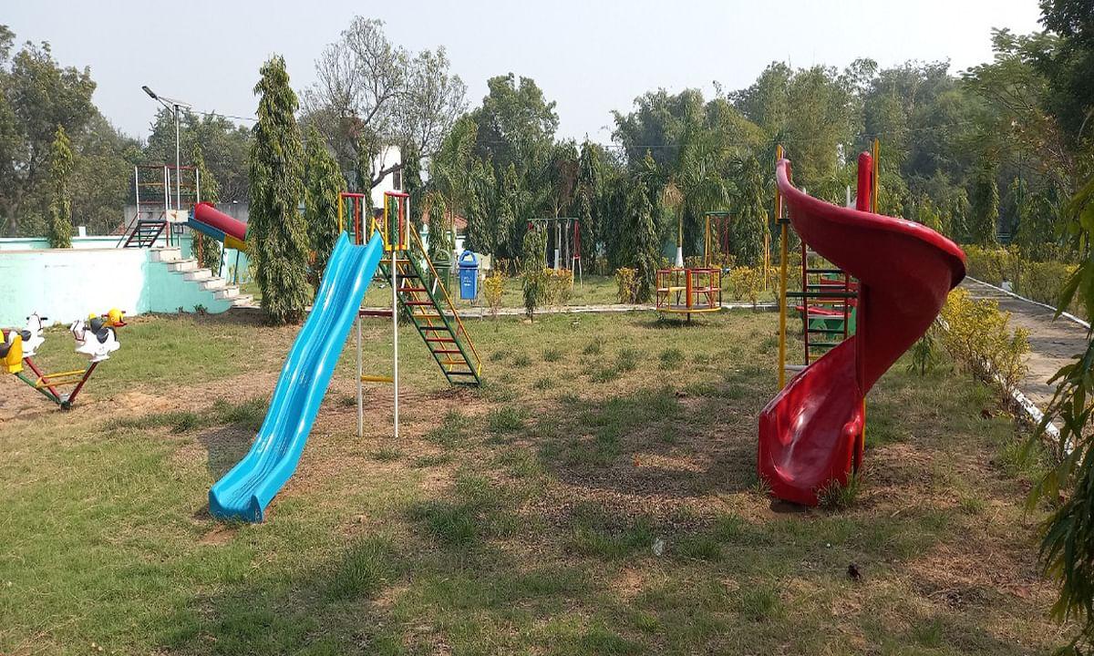 Jharkhand news : खरसांवा के शहीद पार्क में लगाये गये लाइट फाउंटेन, सेल्टर, लिटिल पुल, चिल्ड्रेन कार्नर.