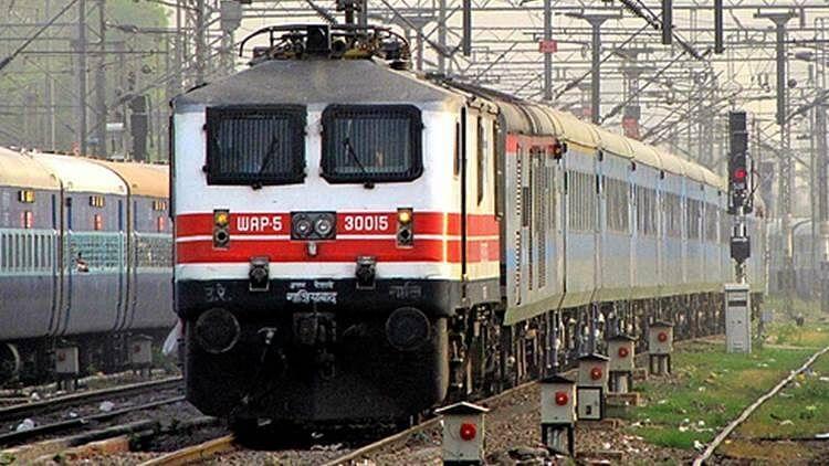 बदले रूट से चलायी जायेंगी दानापुर-आनंद विहार टर्मिनल सहित छह ट्रेनें, जानिये कौन ट्रेन किधर से जायेगी