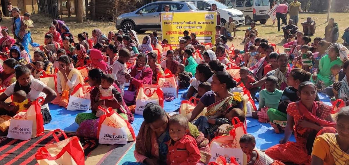 प्रभात खबर ने तोरपा एवं कर्रा में 150 गर्भवती महिलाओं को पोषण सामग्री दी