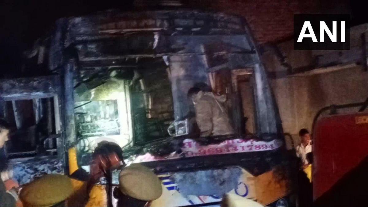 दर्दनाक हादसा : बस पर गिरा करंट वायर, लगी आग, चीख पुकार के बीच 6 लोग जिंदा जल गए
