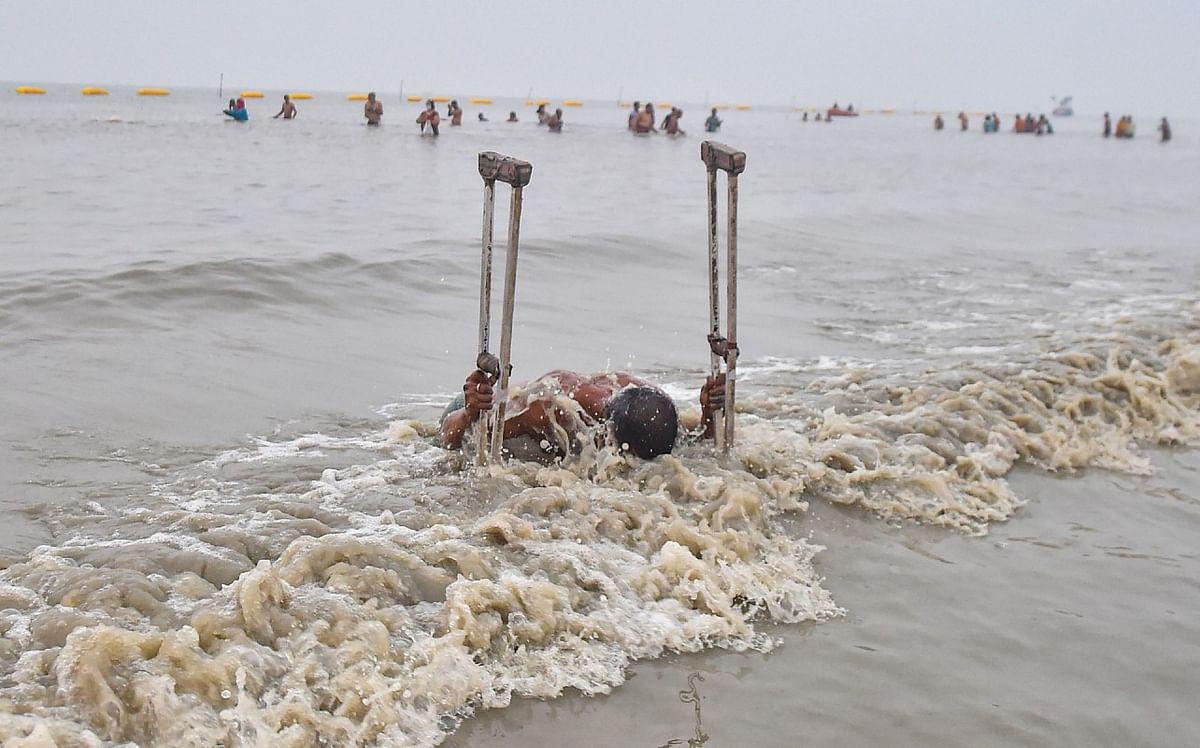 दिव्यांग श्रद्धालुओं ने भी सागर में किया पवित्र स्नान.