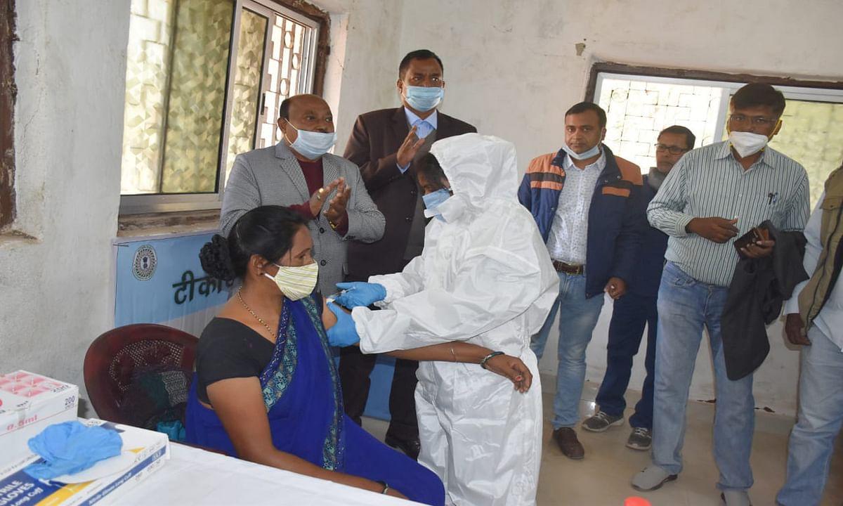 Corona Vaccine in Bihar : बिहार में अब रोजाना 200 स्वास्थ्य कर्मियों को लगेगी कोरोना की वैक्सीन, दो सेशन में चलाया जायेगा टीकाकरण अभियान