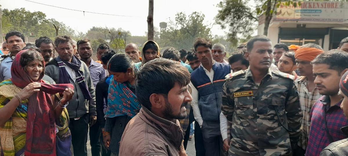 Road Accident Death : झारखंड के लातेहार में ट्रक ने बच्ची को रौंदा, आक्रोशित लोगों ने किया सड़क जाम