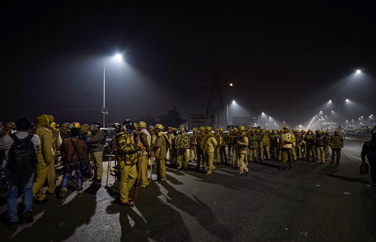 Delhi Violence LIVE Updates : खत्म होगा किसान आंदोलन ? दो और किसान संगठन प्रदर्शन से हटे, गाजीपुर में प्रदर्शनकारियों को हटाने की तैयारी