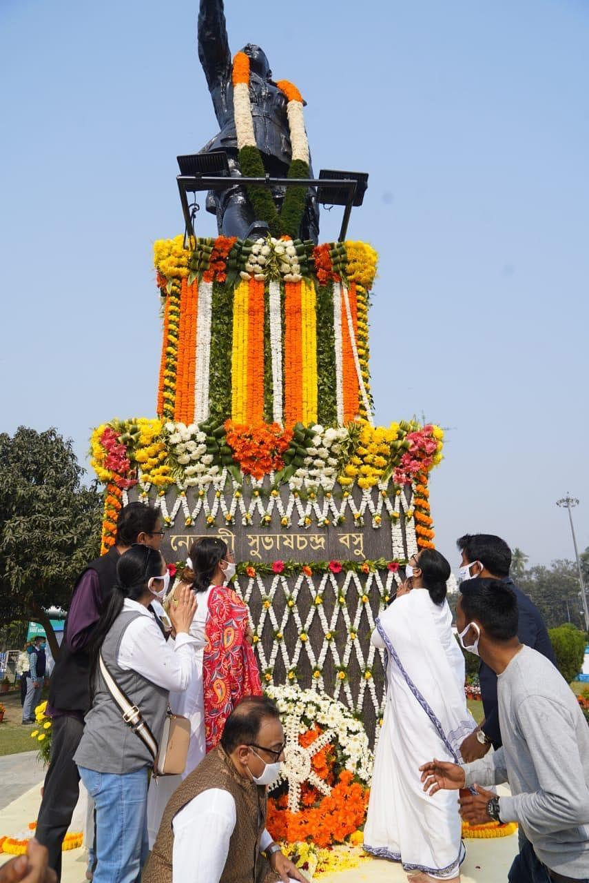 नेताजी की 125वीं जयंती पर बंगाल सरकार का 'देशनायक दिवस', ममता की रैली में उमड़ी भीड़
