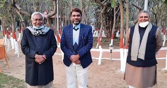 बिहार में क्या टूटने वाली है ओवैसी की पार्टी AIMIM? कैबिनेट विस्तार से पहले पांचों विधायक पहुंचे सीएम नीतीश कुमार से मिलने