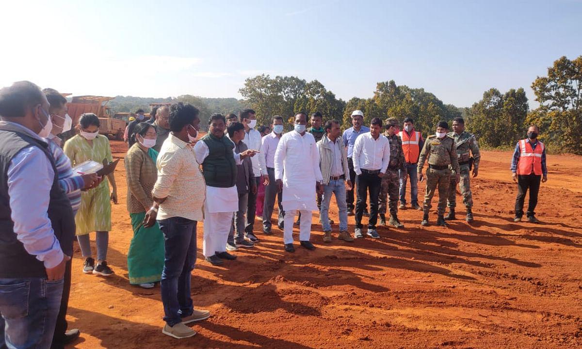 बिशुनपुर में पौधरोपण में गड़बड़झाला, हिंडाल्को कंपनी ने 8000 पौधा लगाने का किया दावा, जांच में मिले मात्र 2 पौधे