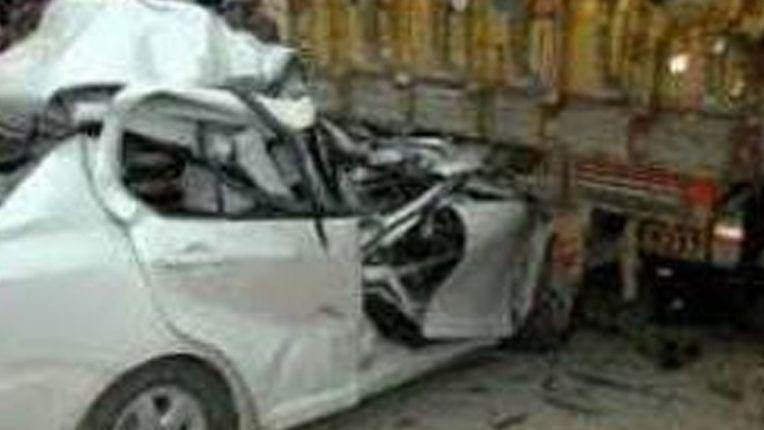 रोहतास में खड़े ट्रक से टकरायी कार, मैहर धाम से लौट रहे जहानाबाद के दो युवकों की मौत, तीन घायल