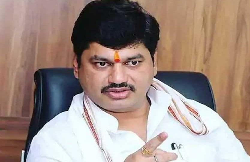 महाराष्ट्र के मंत्री के खिलाफ भाजपा ने की चुनाव आयोग से शिकायत, लगा है बलात्कार का आरोप